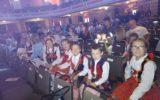 Występ zespołu szkolnego Czerwone MAKI  i chóru szkolnego